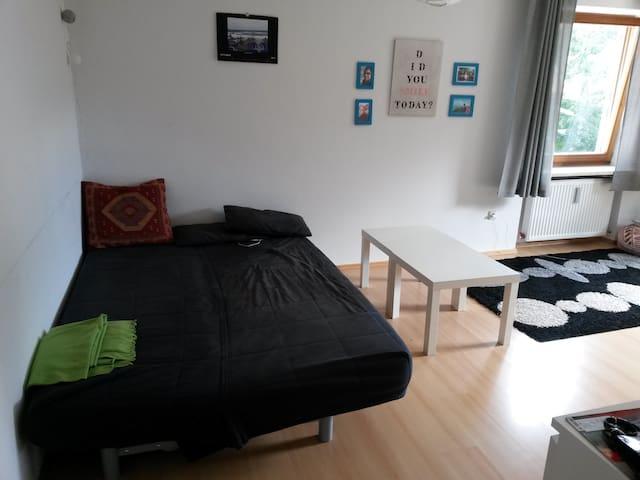 Zimmer zur Wiesn/Oktoberfest für 2P - Holzkirchen - Apartamento