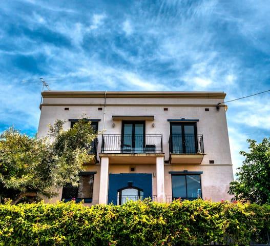 Fun West End Guest House Twin - West End - Villa