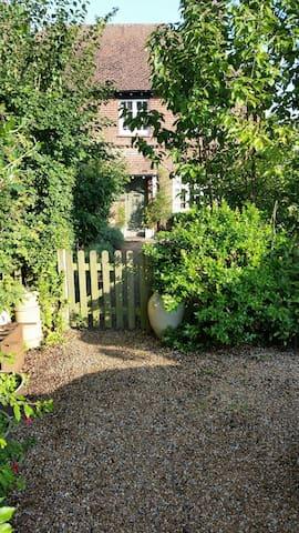 Charming 2 bedroomed cottage - Robertsbridge