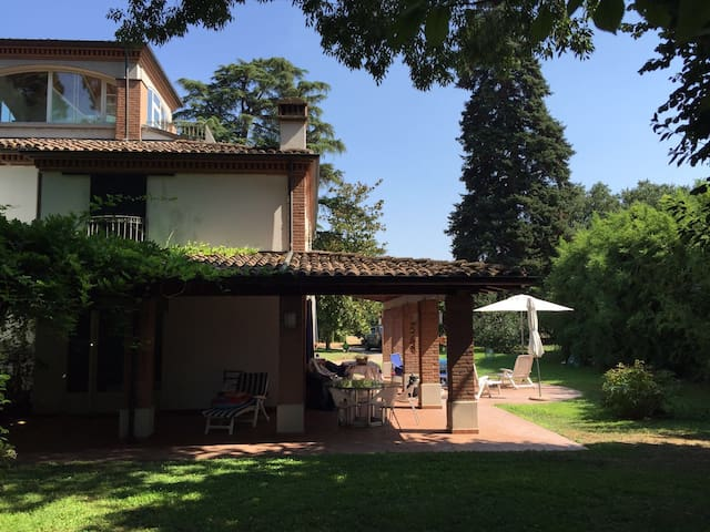 White house in the garden - Parma