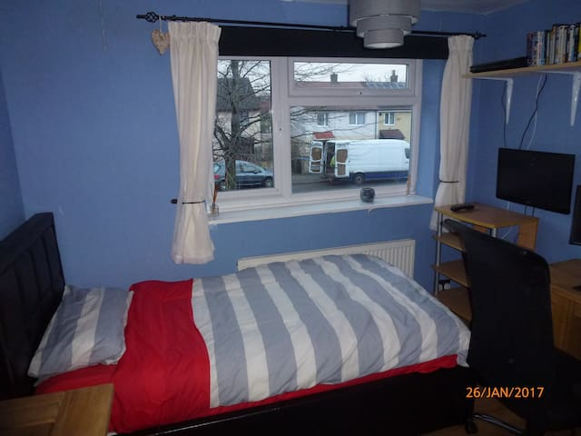 Room to rent in Stockport close to transport links - Stockport - Hus