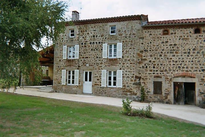 Maison en pierres confortable - Condat-lès-Montboissier - Rumah