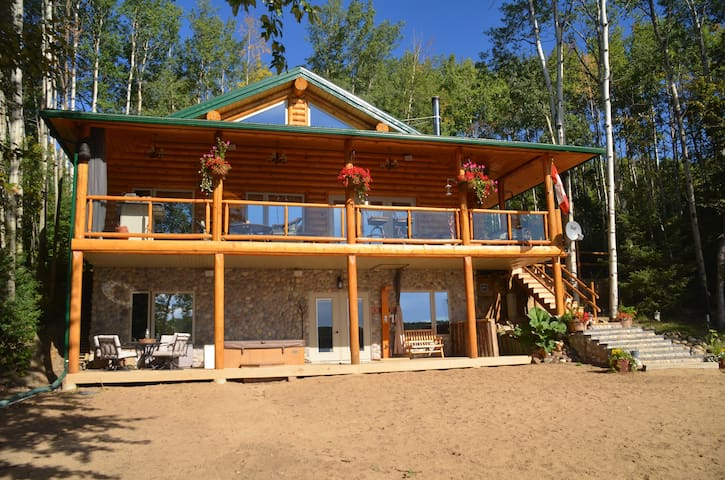 Beautiful lake front log cabin! - Dapp - Talo