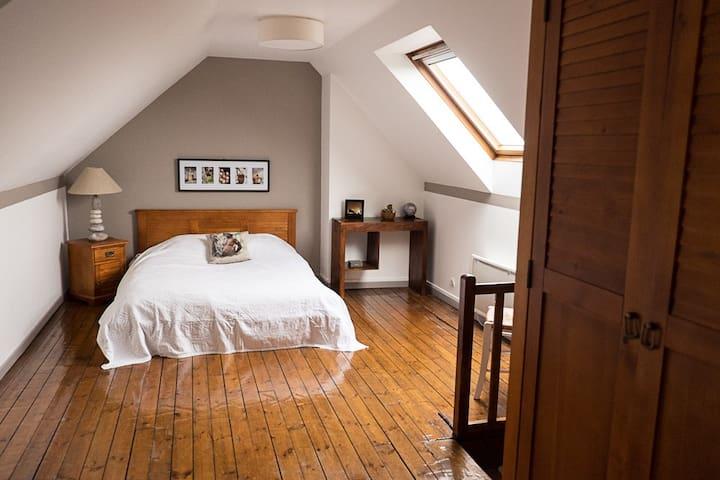 Chambre  avec petit déjeuner complet inclus - Saint-Quentin - 家庭式旅館