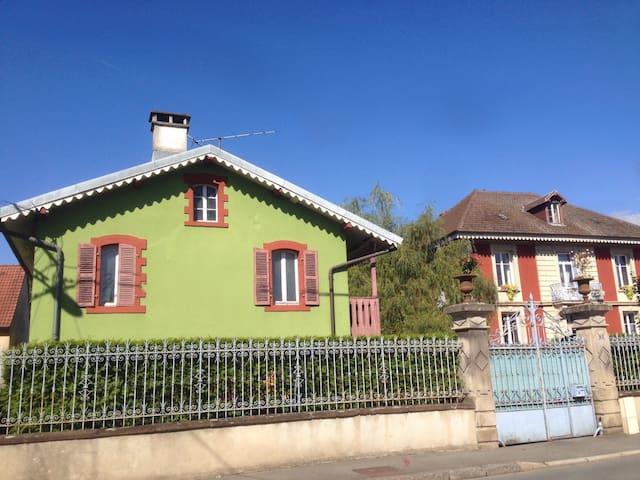 Dépendances d'une maison de maître,Rez-de-chaussée - Belfort - Lägenhet