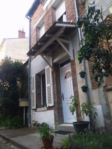 Gîte La mesangerie - Château-Renard - Hus