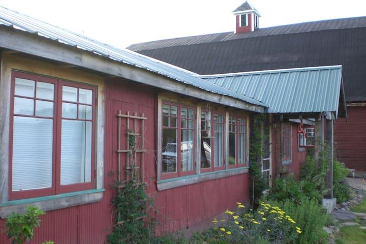 The Zen Farmhouse (Guest Room #2) - Hurleyville - Casa