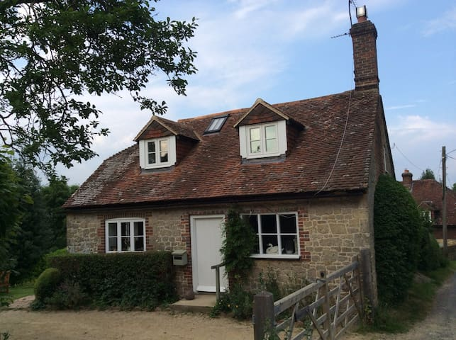 Cosy cottage in gorgeous location - West Sussex - Huis