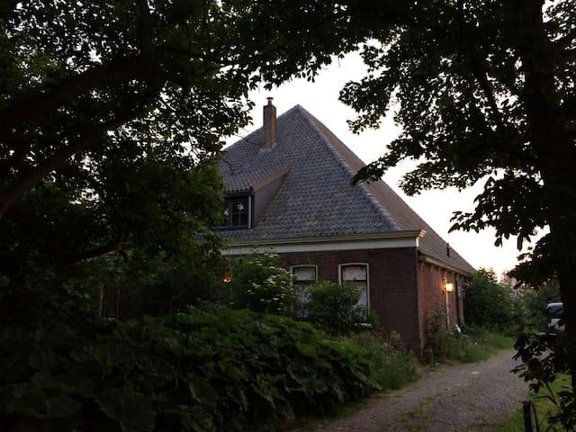 Farmhouse apartment. Total freedom. Pets welcome - Driehuizen - Ortak mülk