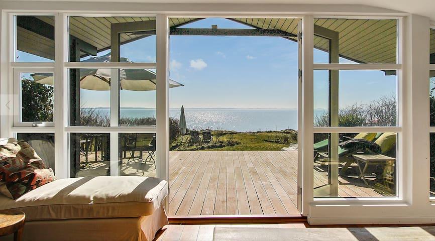 Unique location with private beach - Svendborg - Huis