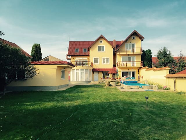 Spacious Apartment in Villa - Sânpetru - Daire