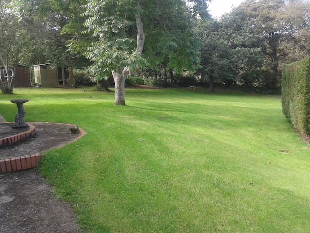 Large spacious house and large garden very private - Saint Hilary - Lägenhet