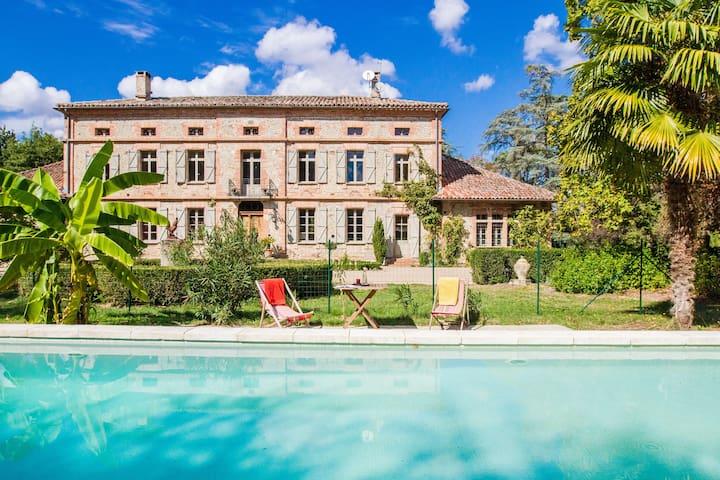 Chambre Tilleuls à Roucayrols - Ambres - Bed & Breakfast