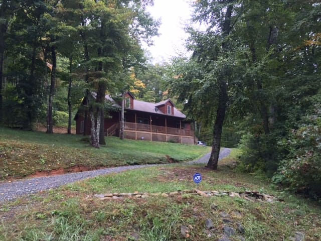 Gorgeous Secluded Log Cabin 20 Minutes from Boone - Fleetwood