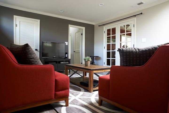 Cozy One Bedroom Private Suite - Рэдвуд Сити - Дом