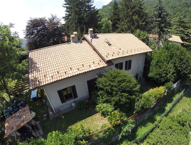 Country house, Como Lake - Asso - Bed & Breakfast