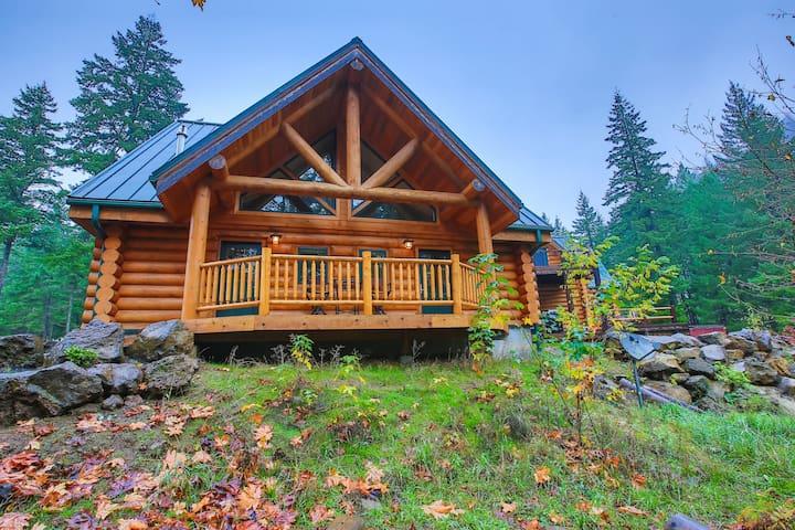 Queen beds-Riverside Log Cabin Unit - ホワイトサーモン - キャビン