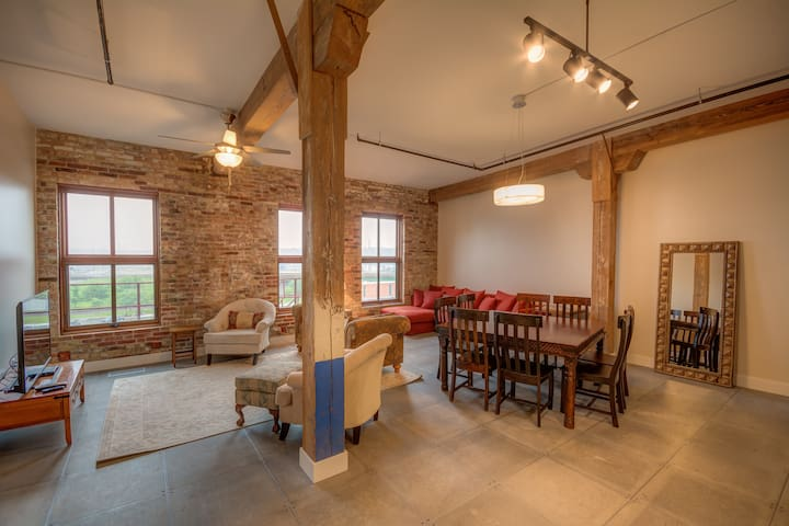 Family Penthouse-Novelty Lofts - Dubuque - Loft