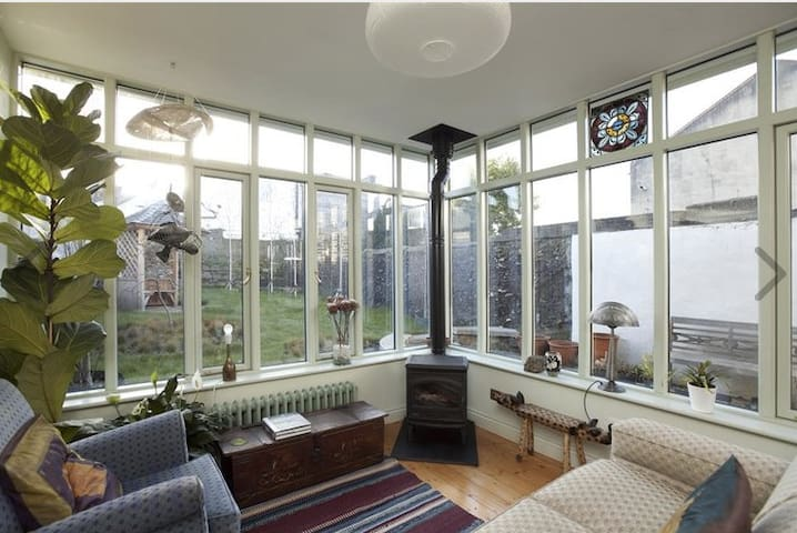 Cosy & Charming House with Garden - Best Location - Dublin