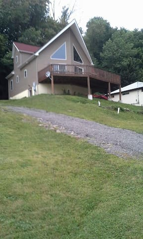 Beautiful Lake Side Chalet - Harveys Lake