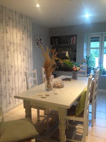 Maison cosie à la campagne - Falaise - Rumah