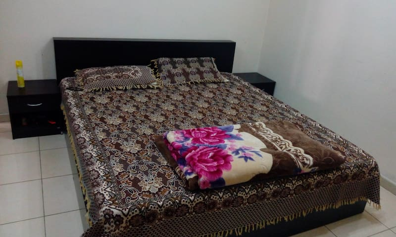 Master Bedroom Balcony & Pvt Bathroom - Ajman - Departamento