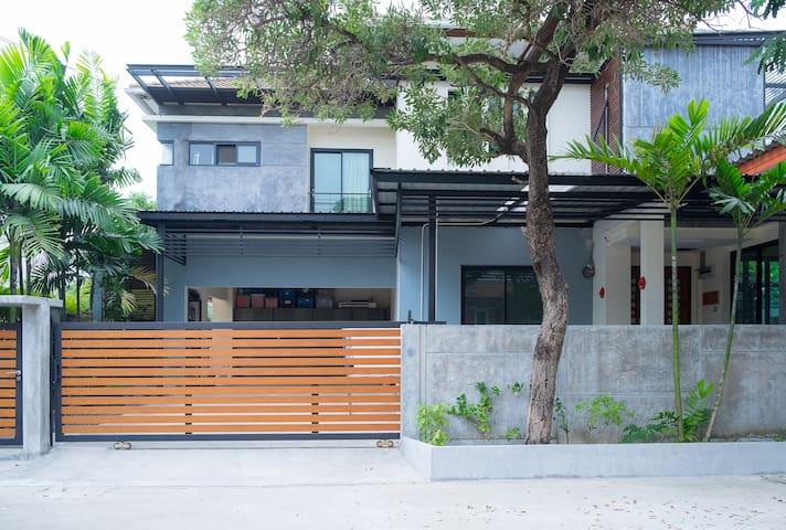 House by A/P Rail Link Station - Suvarnabhumi - Prawet - Rumah