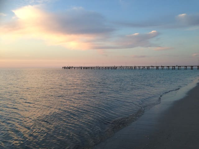 Relaxing Spacious Beachside Home - Semaphore