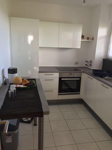 Dreizimmerwohnung,neue Küche! - Bremen - Apartemen