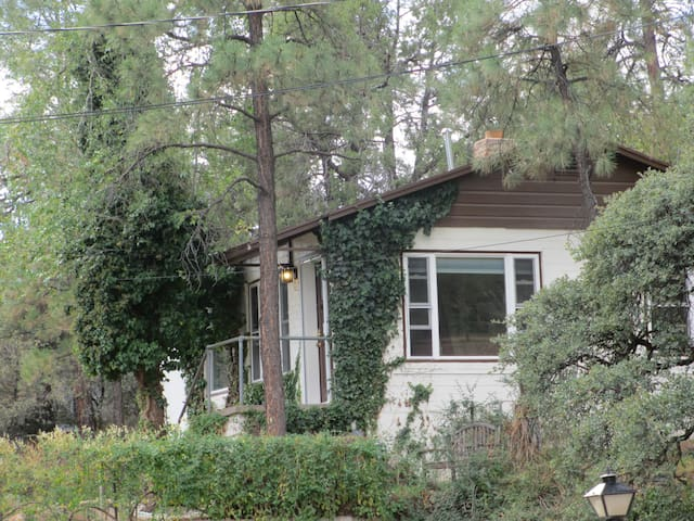 Downtown But Secluded Charming Cottage/House - Prescott
