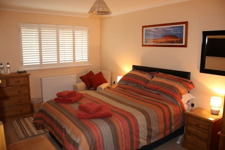 Luxury double ensuite/bath with off road parking - Swindon - Huis