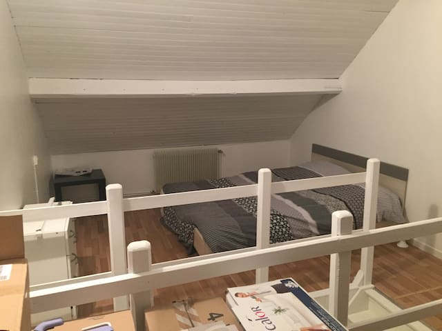 Très grande chambre ,bureau , metro - Pérenchies - Casa