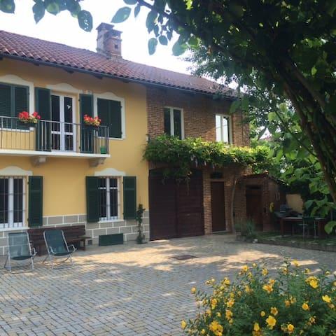 Dependance in casa d'epoca - Trofarello - Huis