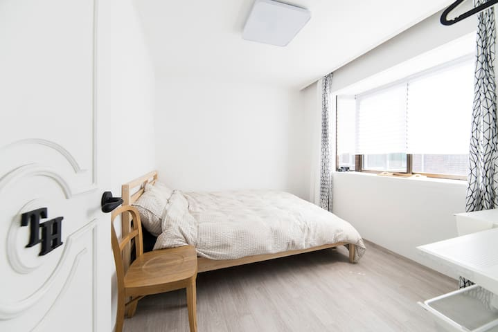 "Jamsil ""Comestay"" TH - Double bedroom - Songpa-gu - Bed & Breakfast"