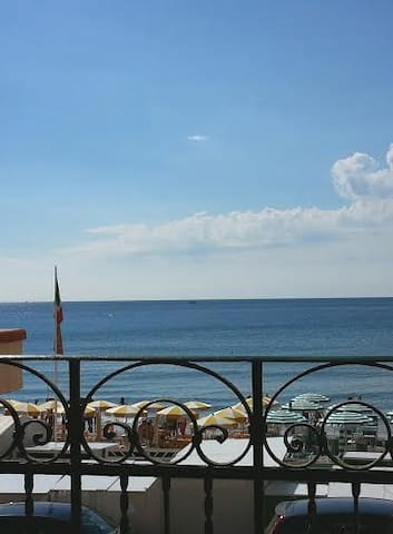fronte mare trilocale borgo coscia - アラッシオ - アパート