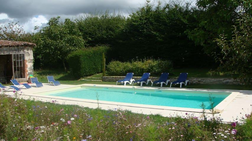 L'Orangerie, gite avec piscine - Moncoutant - Huis
