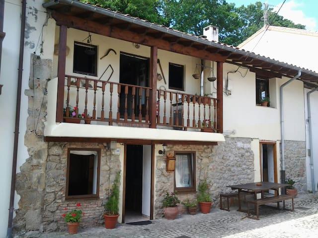 Studio barrio Sobrellano  Gaudi - Comillas