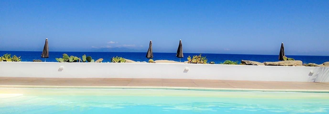 Beach-side with pool-Stromboli C - Terme Vigliatore - Leilighet