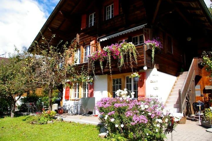 Home Away from Home ChaletSunshine - Schwanden-Brienz - Appartamento