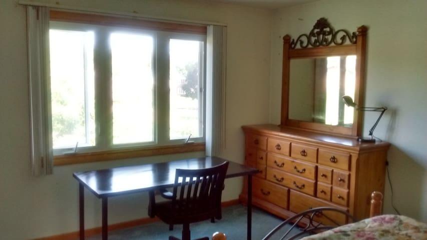 Comfortable quiet non-smoking room - Burr Ridge - Casa
