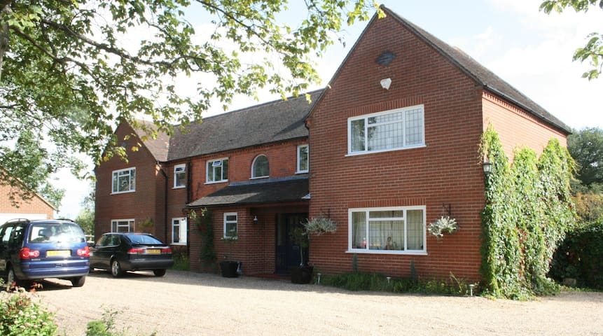 Double rooms available. Flexible options. - Padworth Common - Hus