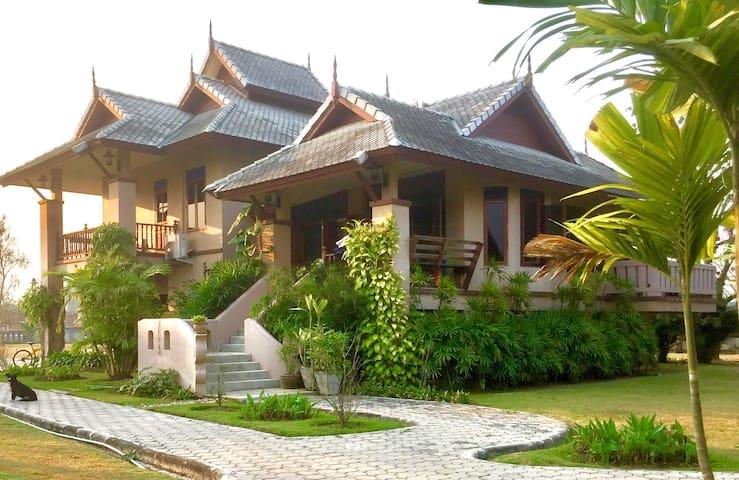 Baan Farang Family Compound - San Kamphaeng - Casa
