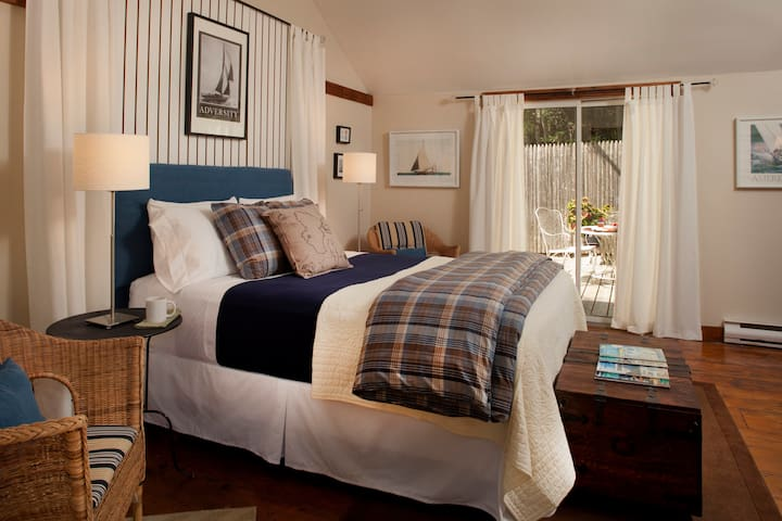 Private Cozy Cottage Near Mystic CT - Ledyard - Bed & Breakfast