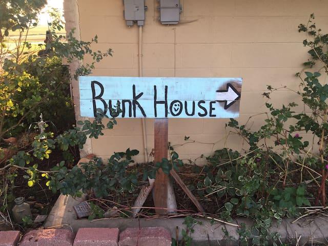Bunk House in the County - Jones - Hytte