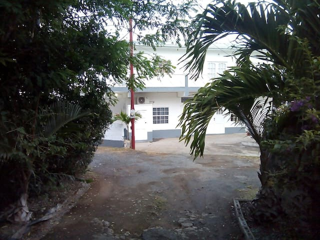 Private Apartment in Gated Property - Lambeau Western Tobago - Appartement