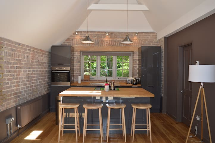 Converted stone coach house. - East Sussex - Overig