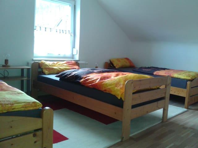 Gemütliches Zimmer für 3 - Königsbronn - Huis