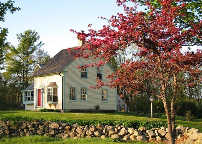 CHARMING, RESTORED STORYBOOK FARM COTTAGE - Ashburnham - Casa