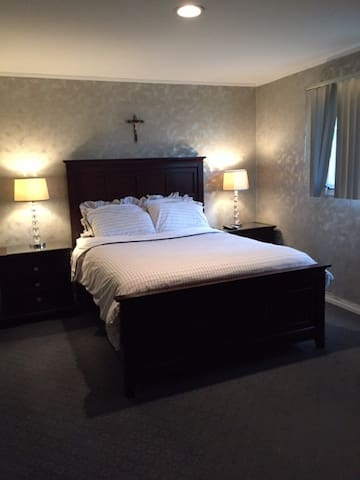 Bedroom with private bath - Roslyn - Bed & Breakfast