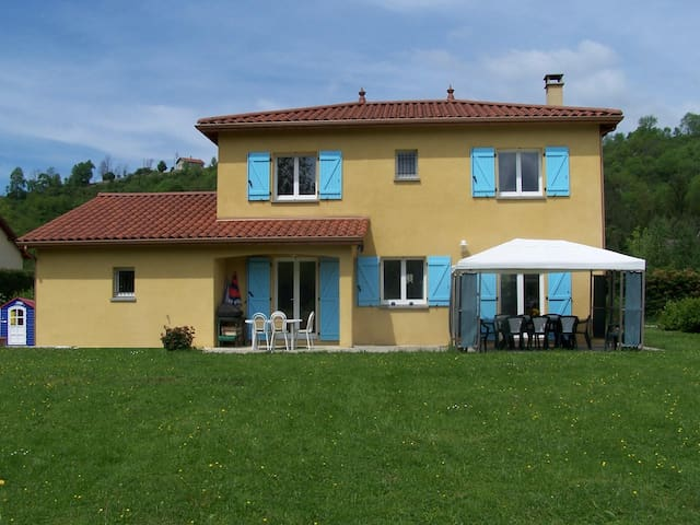 Chambre privée à la campagne - Poncin - Casa